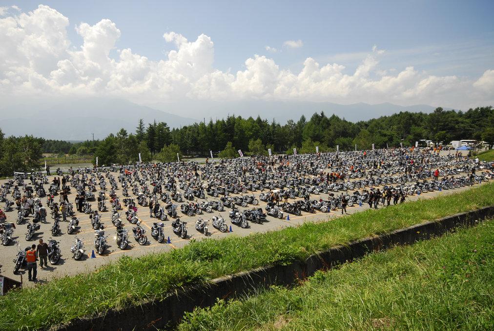1000台が並んだDragStarシリーズ専用駐輪場