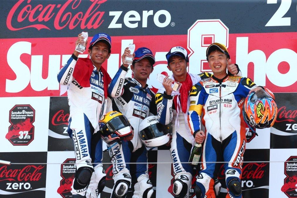 表彰台上のインドネシアチーム