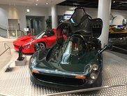 F1エンジンを搭載した「OX99-11」。グリーンの車両は初展示。
