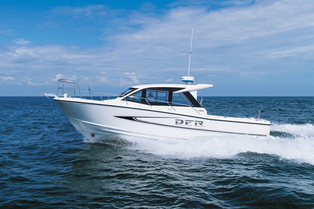 走行性能と釣り機能性、居住性に優れたディーゼルインボード仕様のフィッシングボート「DFR-33」