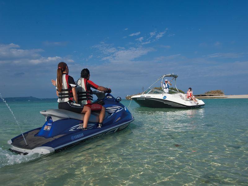水上オートバイとボートでわくわく2倍
