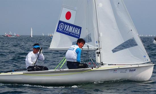 3位に入賞する活躍を見せた高山/高柳ペア(舵を持つのが高山選手)。強風域で持ち前の強さを発揮した。(写真提供:JSAF)