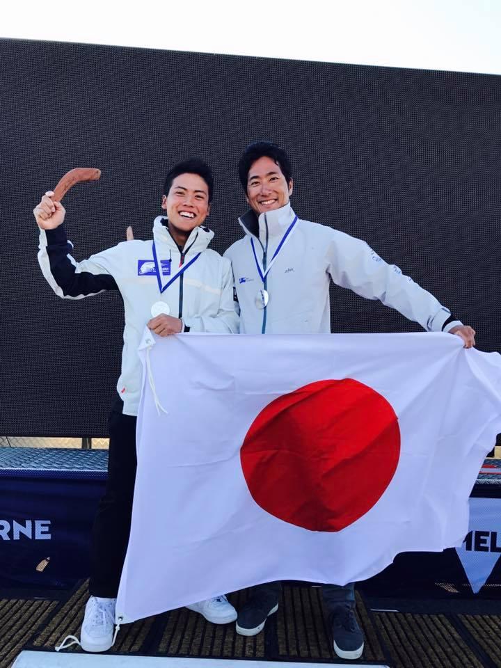 銀メダルを獲得した高山・今村ペア
